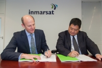 Inmarsat CEO, Rupert Pearce, and MCN Vice President of Sales & Marketing, Mr. Song Zhen, sign the agreement