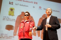 Oh Sung-Mok, vice president of KT's network division, unveils KT's 'smart' life jackets, which will be able to transmit data using IoT technologies