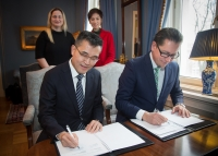 Andrew Tan, MPA, and DNV GL's Remi Eriksen renewed their MOU, witnessed by Josephine Teo, Ministry of Foreign Affairs & Ministry of Transport Singapore, and Dilek Ayhan, Norwegian Ministry of Trade, Industry and Fisheries